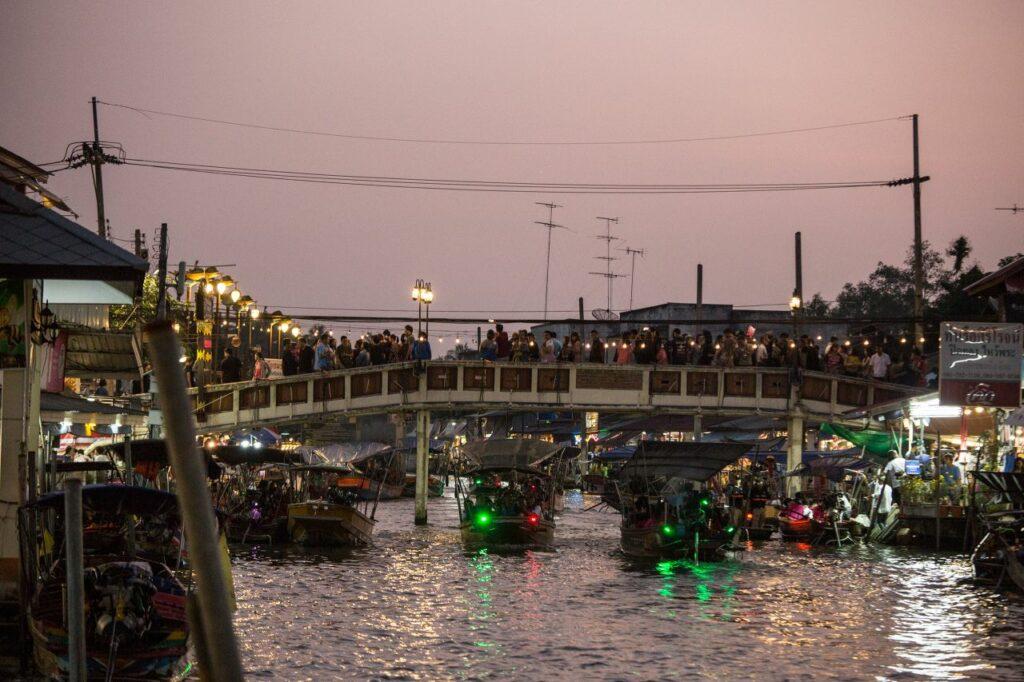 태국 암파와 수상 시장(Amphawa Floating Market), 여행객 다리, Photo by Moody Man