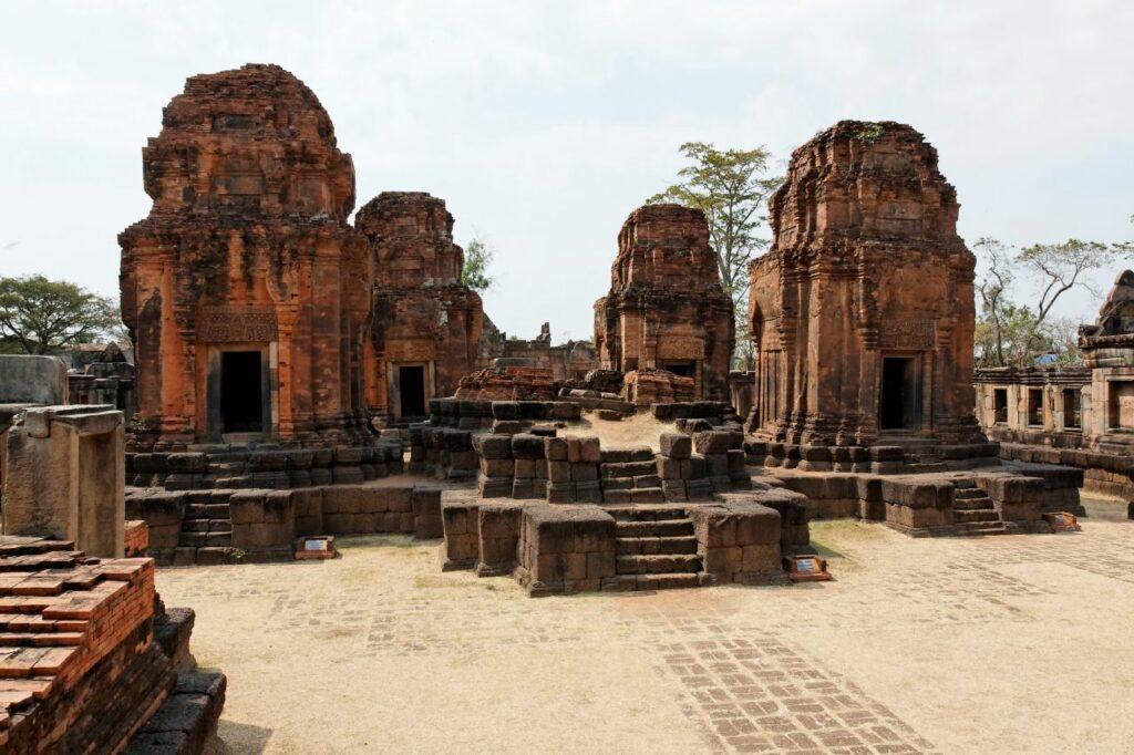 파놈 룽 역사공원, Prasat Muang Tam, Thailand, Photo by Ddalbiez