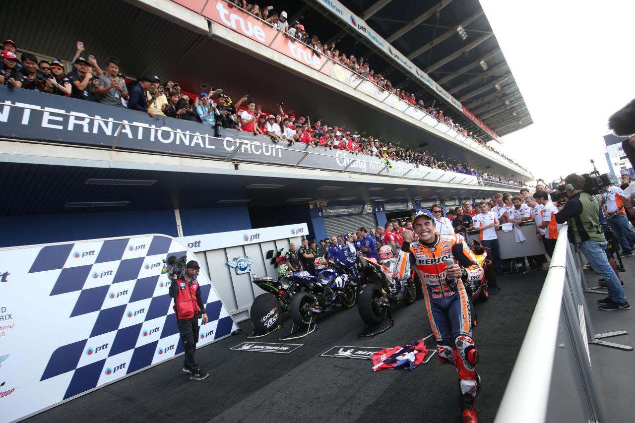 2018년 부리람 제 1회 그랑프리 모터사이클 레이싱 슈퍼 바이크 경주(MotoGP motor racing0'에서 우승한 Marc Márquez가 카메라 방향으로 달려오고 있다, Marc Márquez at Chang International Circuit, Photo by Box Repsol