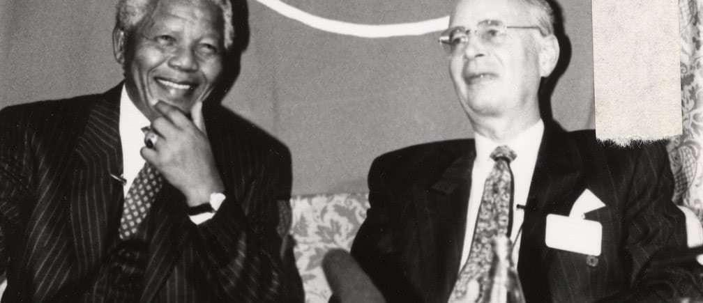 1992년 다보스 포럼에서 만난 남아공 F.W. de Klerk 대통령과 넬슨 만델라, Image from WEF