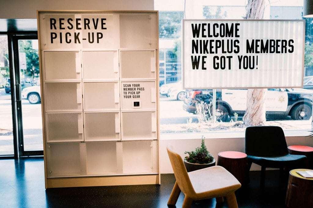 LA 나이키 라이브 숍 내부에 있는 디지탈 락커, 나이키 플러스 멤버들에게 나이키 앱을 통한 주문, 픽업 등 다양한 서비스를 제공, Nike Live Melrose Digital Lockers