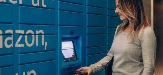 아마존 허브 라커를 이용하는 여인, Amazon Hub Locker, Image from Amazon