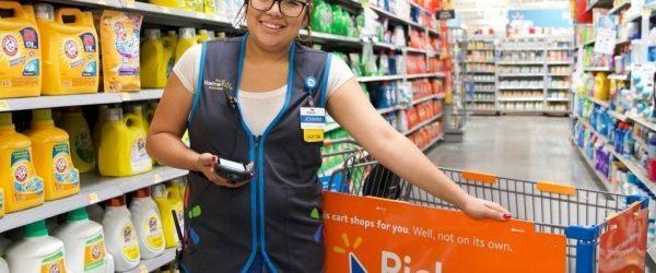 월마트 매장의 임직원, Image from Walmart