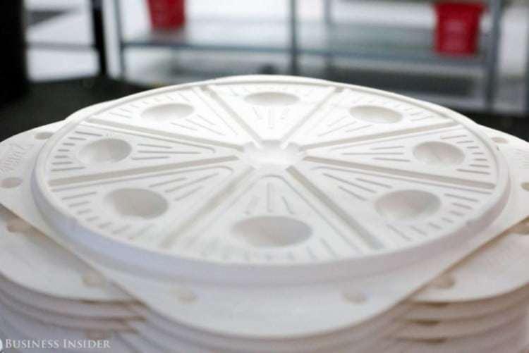 줌 피자의 올록볼록 틈이 있는 피자 배달 박스, zume pizza box, Image from Business Insider
