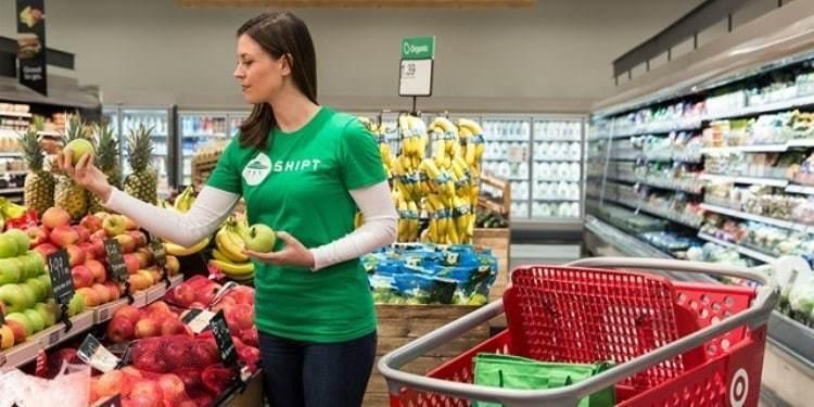 타겟이 인수한 물류 스타트업 쉽트 직원이 상품을고르는 모습, Target Shipt, Image from Target