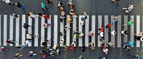 건너목을 건너는 사람들, Image from IMF