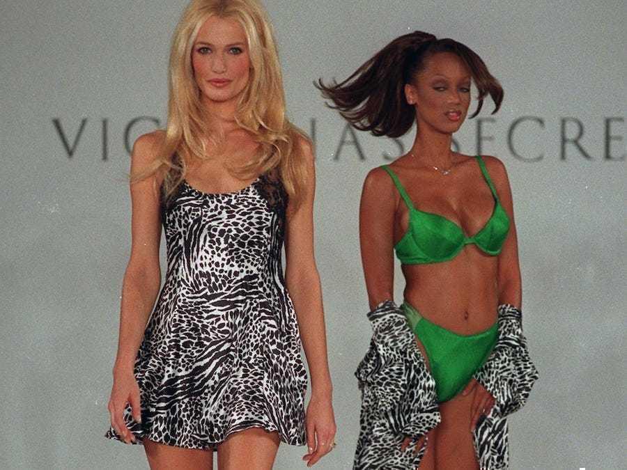 빅토리아시크릿(Victoria's Secret)의 1996년 봄 컬렉션, Photo by Adam Nadel