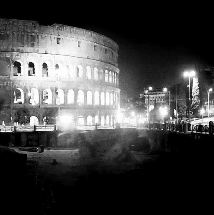 이탈리아 콜로세움 야간 풍경, The Colosseum in Rome, Image from Financial Times
