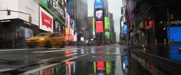 텅빈 뉴욕 타임 스퀴어, A nearly empty Times Square is seen on March 23, 2020 in New York City, Photo by AFP Angela Weissa