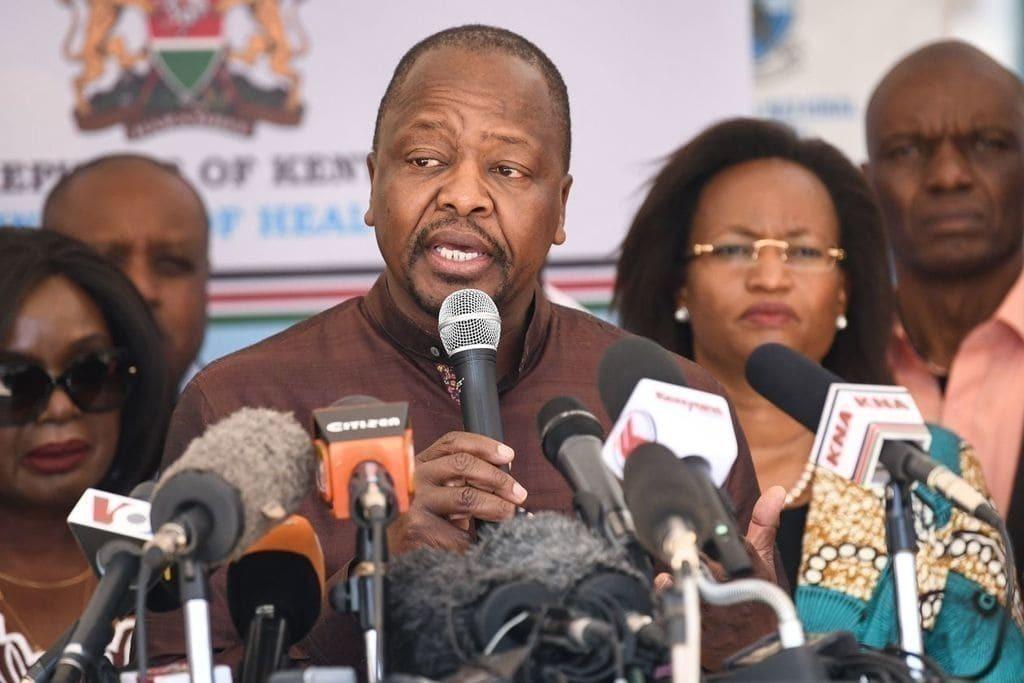 무타히카 그웨(Mutahi Kagwe) 케냐 보건부 장관과 그의 팀은 침착하게 브리핑을 진행하고 증거를 강조하며 케냐인들에게 사실을 직시하라고 주장하면서 높은 평가를 받고 있습니다, Image from AFP