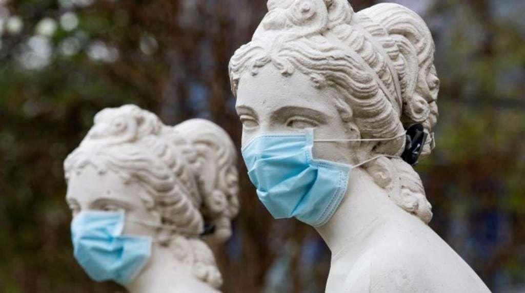 미국 메릴랜드주 타코마의 한 공원 석상에 마스크가 씌워져 있다, Image from EPA