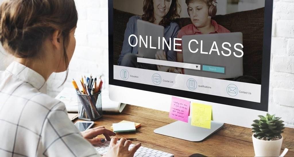 온라인 교육중인 모습, 홈 스쿨,Home school, Image from Wikipedia