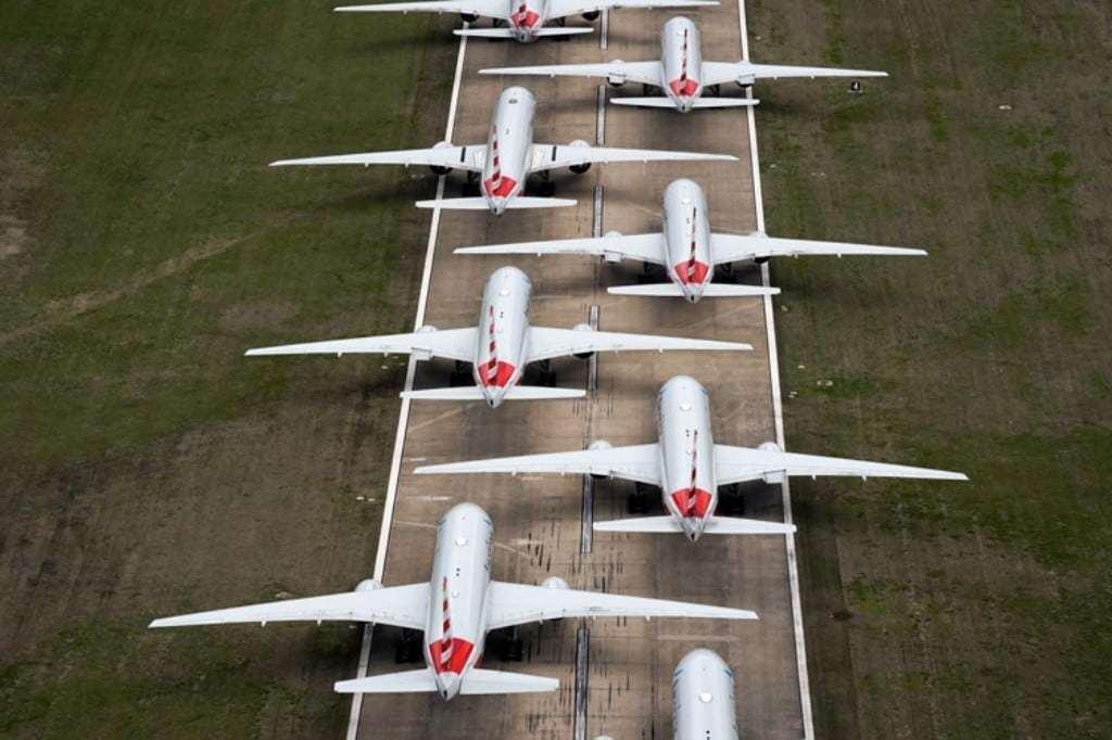 코로나19 풍경, 3월 23일 아메리칸 항공 소속 여객기들이 미국 오클라호마주 툴사 국제공항 활주로에 엇갈린 방식으로 주기돼 있다, Image from Reuters