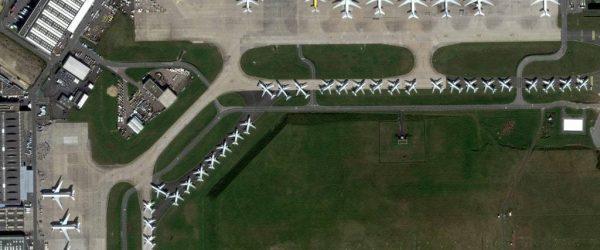 코로나19가 만든 진풍경, 3월 27일 프랑스 파리 샤를 드골 공항에 여객기들이 비행감소로 인해 주기되어 있는 모습, Photo by MAXAR Technologies