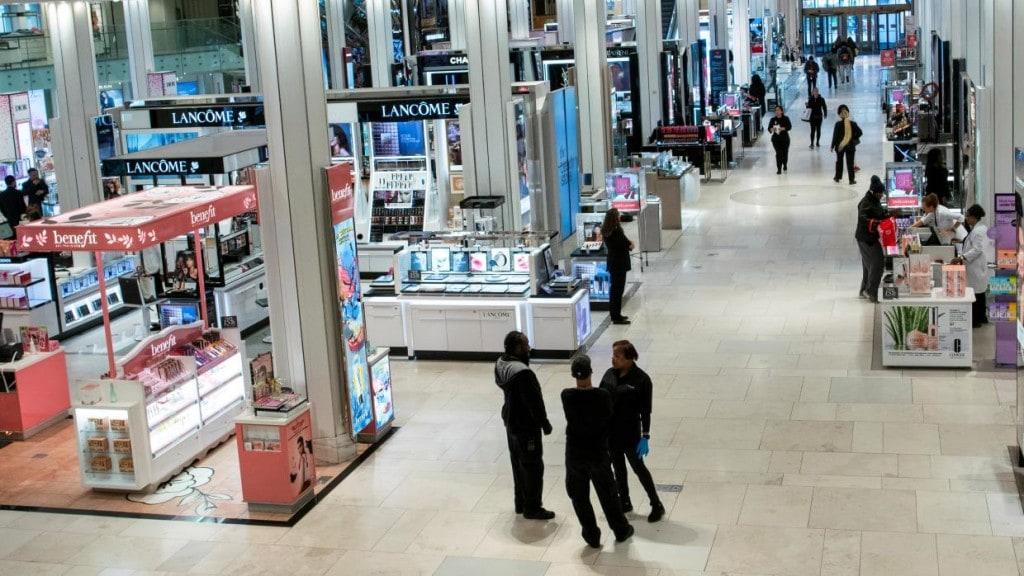 코로나19로 고객들이 거의 없는 뉴욕 메이시 백화점 풍경, New York, Macy's Department, Photo by REUTERS, EDUARDO MUNOZ