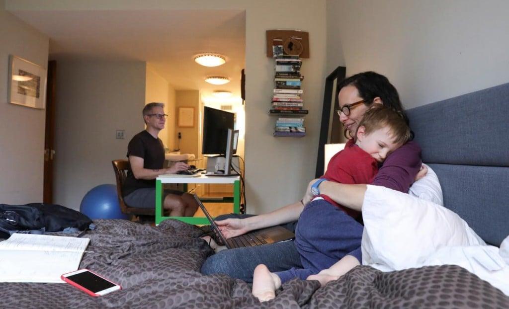 재택근무중인 가정 모습, Photo by REUTERS, CAITLIN OCHS