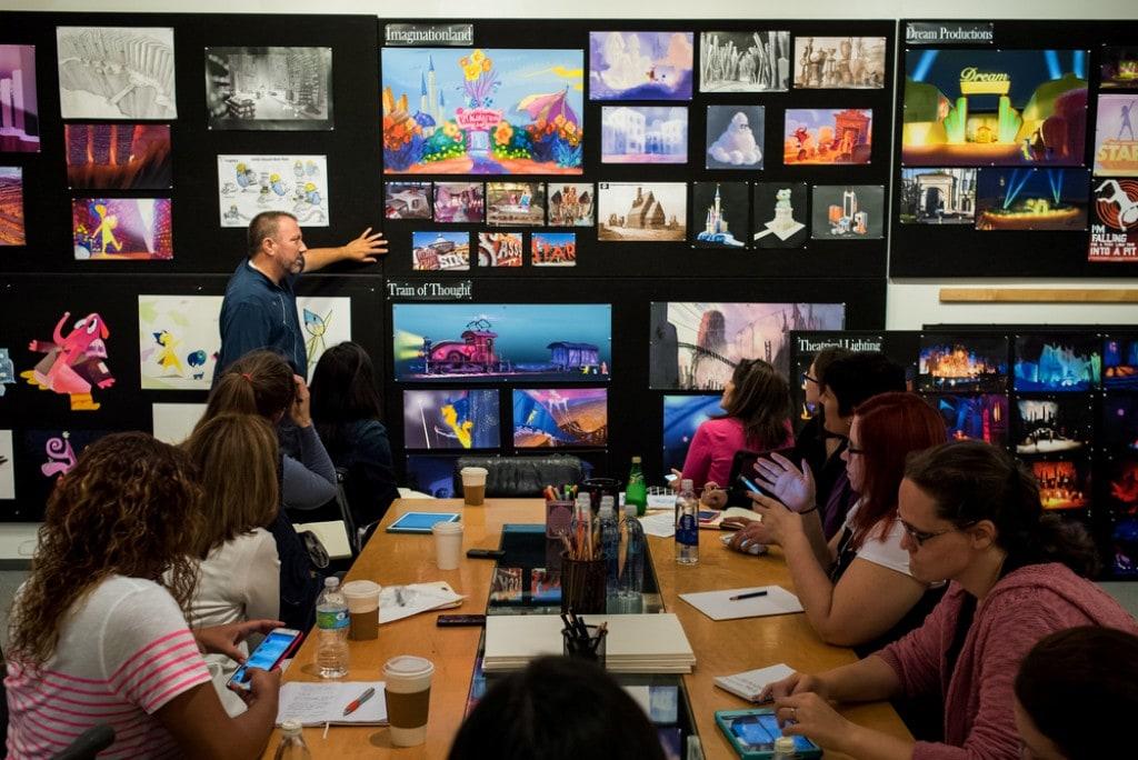 회의하는 애드 캣멀 모습, Ed Catmull in Pixar meeting