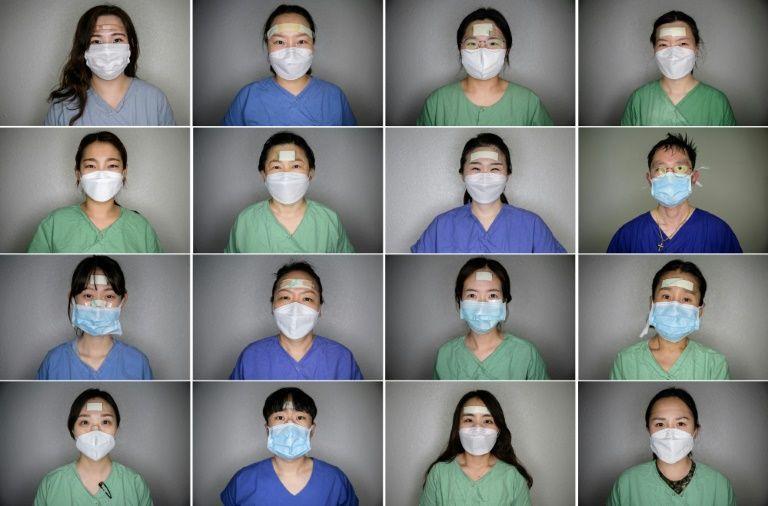AFP가 보도한 대구 간호사 영웅들, 마스크를 끼고 밴드를 붙인 모습으로 많은 이들의 호응을 받았다, Image from AFP