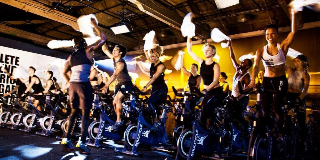 소율 사이클 스튜디오에서 스피드 사이클링을 즐기고 있는 소울 사이클 회원들, People in Soul Cycle, Image from Soul Cycle