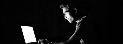 노트북에서 해킹 작업을 하고 있는 해커 모습,cracking security hacking hacker,Featured, Photo by Robinraj Premchand