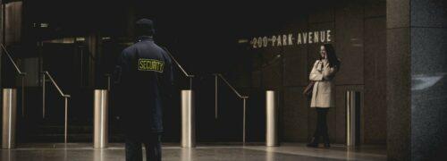 건물을 지나는 여자와 이를 바로보는 보안 요원, Woman & Security agent, Photo by Collin Armstrong