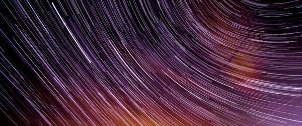 별들의 궤적에 느끼는 속도, Photo by Hugo kemmel
