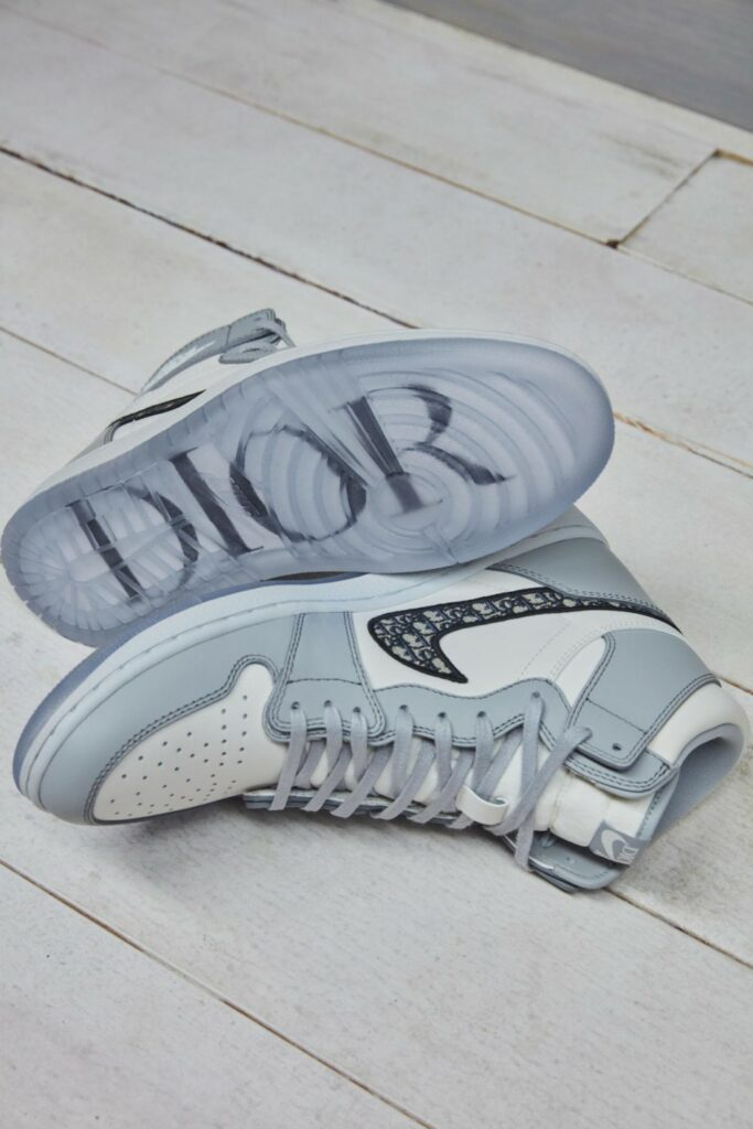 나이키 에어 조단과 디올 콜라보, Air Jordan 1 igh OG Dior sneaker, Image from Nike