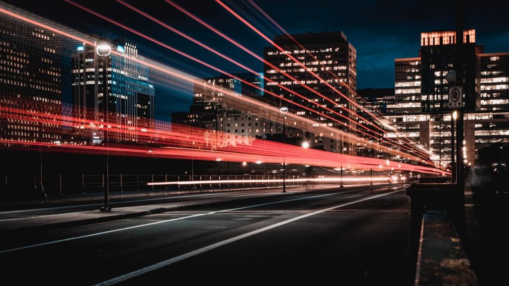 도시를 달리는 자동차 불빛, featured, Photo by Marc Olivier Jodoin