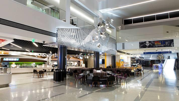 야외 쇼핑으로 팬데믹을 극복하려는 웨스트필드의 랙스 터미널2 다이닝 테라스 모습, lax terminal 2 dining terrace, Image from Westfield