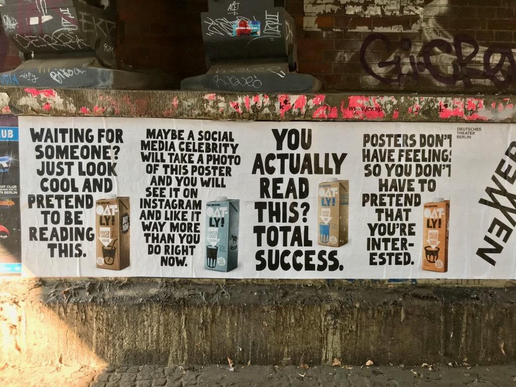 누구를 기다려 이 멋지고 완벽한 광고 문구를 읽어봐, 오틀리 광고