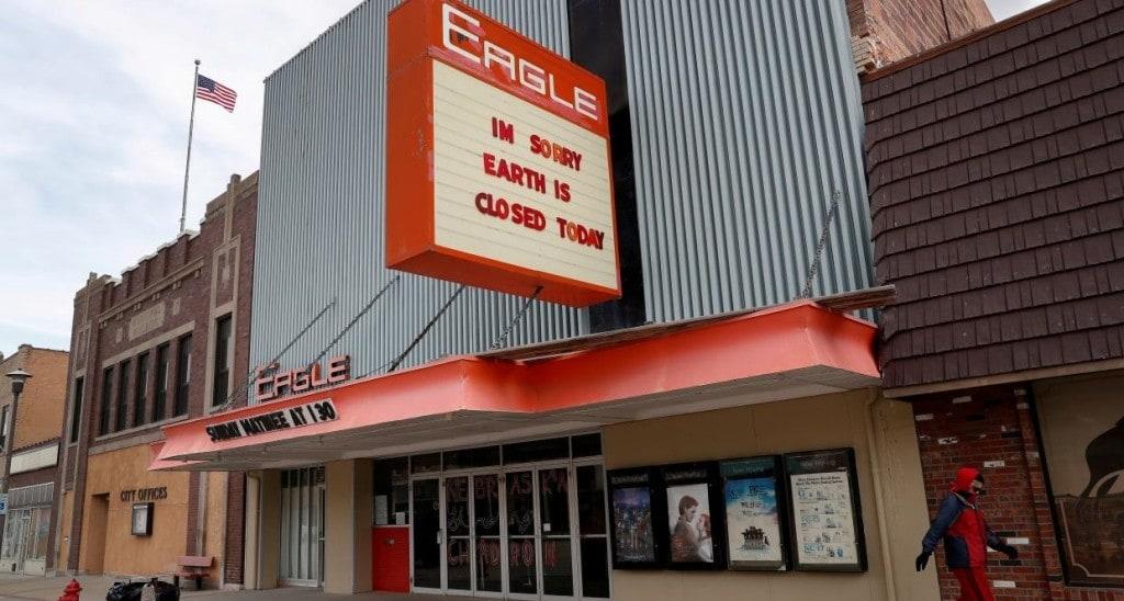 폐쇄 예정인 네브라스카 스테이플턴의 독립 영화관,  Photo by SHANNON STAPLETO, REUTERS