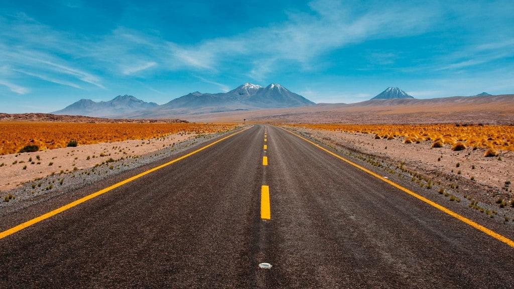 끝없는 길을 따라 떠나는 여행, Photo by Diego Jimenez