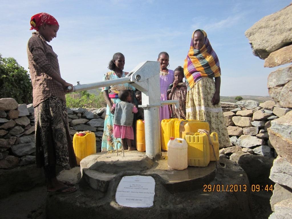 에티오피아 메이 신트로 지역에 만들어진 펌프 시스템,  May Shintro Community Now Has Clean Drinking Water, Image from waterfilters.net.