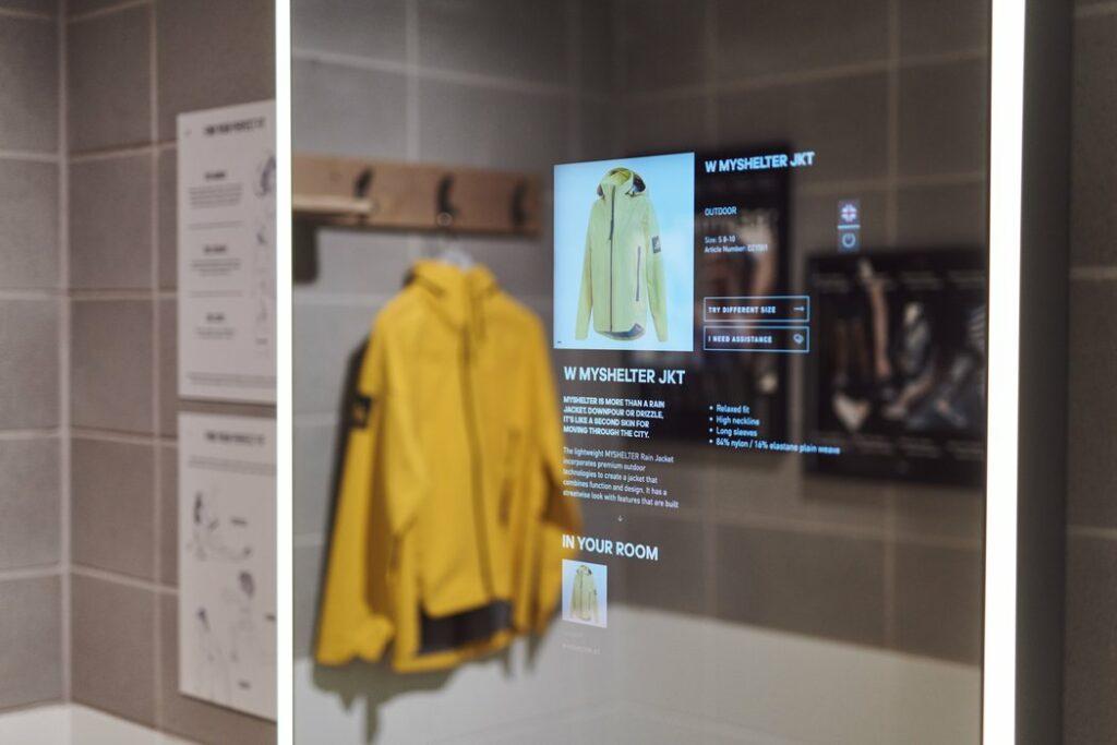 아디다스 런던 플레그쉽 스토어, 인터액티브 디스플레이에서 아디다스 상품 정보를 보여주는 모습, Image from Adidas