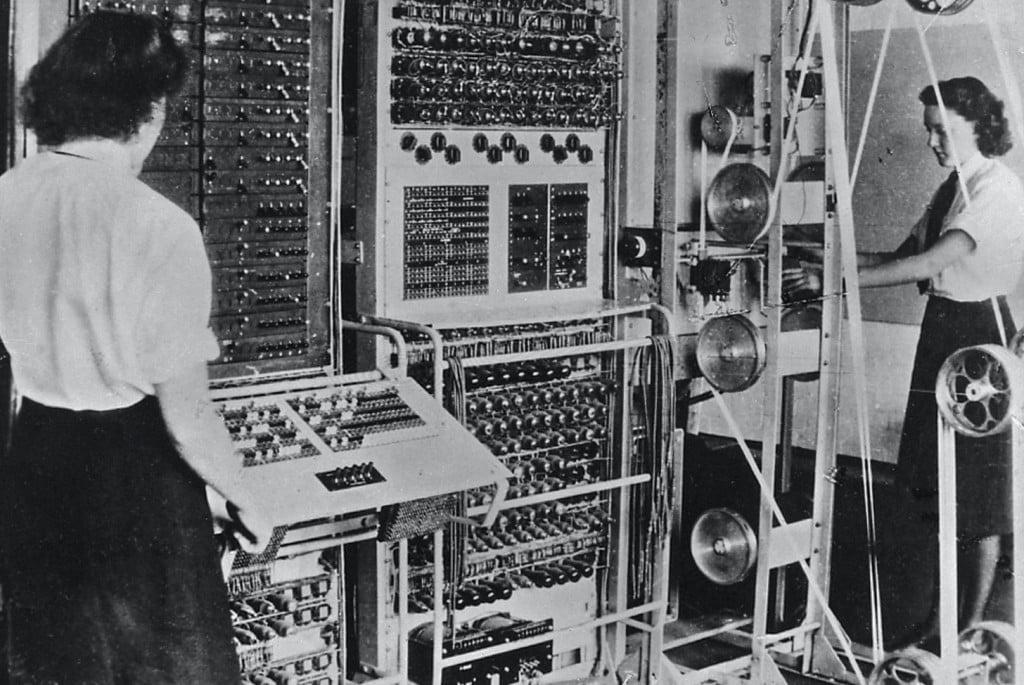 전체 시장 규모 추정의 어려움을 보여준 IBM 컴퓨터, 1943년 IBM 컴퓨터, Colossus 컴퓨터, 2차 세계 대전 중 독일군 암호 해독에 사용되었음, Colossus compute, Image from Britannica