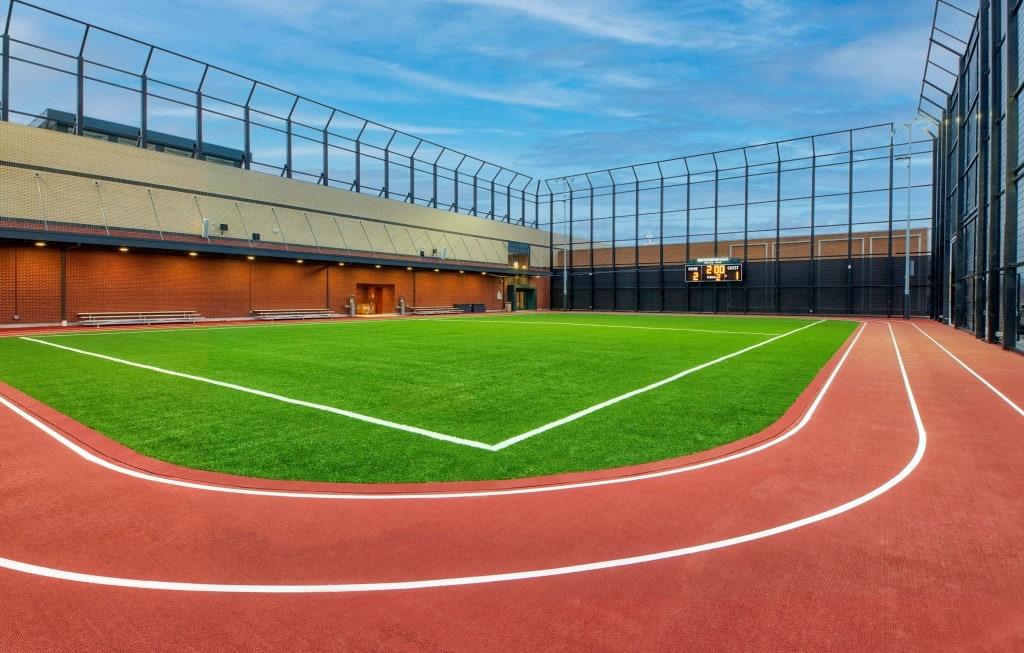"""뉴욕 맨체스어 외곽에 새워진 Dick's """"House of Sport""""컨셉 스토어에 있는 잔디 경기장"""
