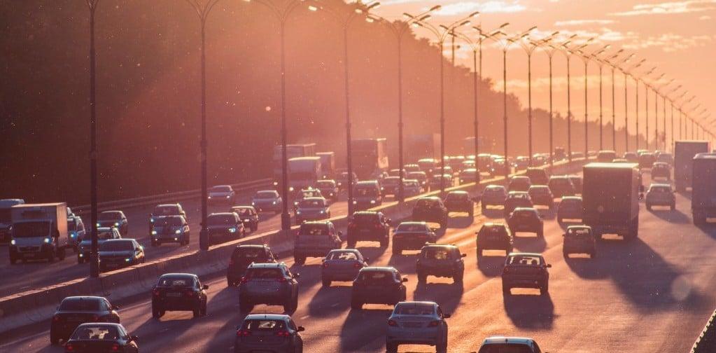 러시아 고속도로를 가득 메운 자동차들, Cars in Moscow, Russia, Phoot by Alexander Popov