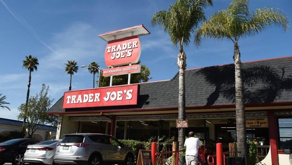 캘리포니아 패서 디나에 있는 Trader Joe 식료품점, The original Trader Joe's grocery store in Pasadena, California, Photo by CHRIS PIZZELLO, ASSOCIATED PRESS