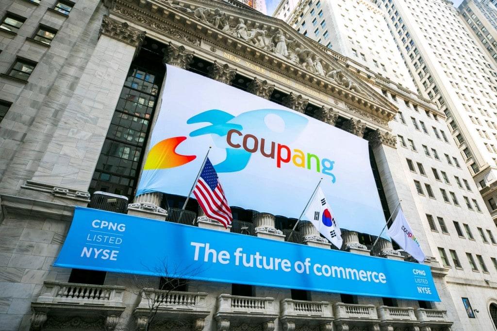 쿠팡 미국 상장, 미국 뉴욕 거래소에 걸린 쿠팡 상장 배너,  a banner for South Korea's Coupang adorns the New York Stock Exchange facade before his company's IPO March 1, Image from AP-Yonhap
