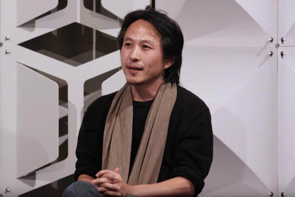 틱톡이 인수한 뮤지컬리 창업자 알렉스 츄가 2016년 컨퍼런스에서 이야기하고 있다. Alex Zhu speaking at the #ProductSF conference in 2016, Image from Youtube