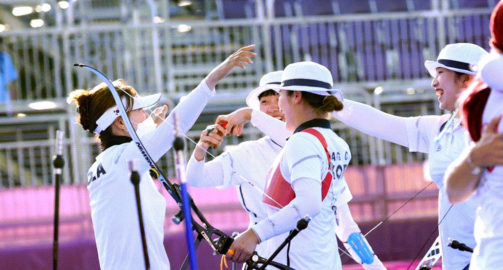 2021년 도쿄올림픽 양궁 금메달이 확정되는 순간 장민희, 김재영, 안산이 등 선수들이 기뻐하고 있는 모습, 엽합뉴스