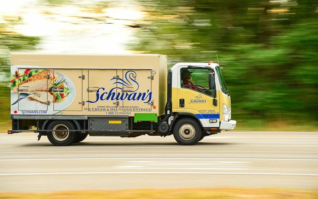 CJ제일제당이 인수한 미국 배송망을 갖춘 슈완스 컴퍼니(Schwan's Company) 배송 차량
