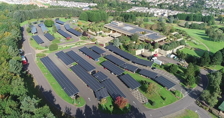 20년 11월 한화큐셀 모듈이 설치된 아비바 스코틀랜드 퍼스 본부 주차장, Image from Hanwha