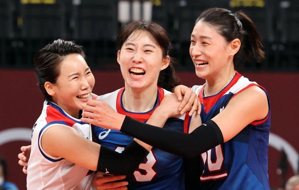 2020 도쿄 올림픽 터키와의 8강전에서 득점 후 기뻐하는 김연경, 박정아, 오지영, Image from NEWS1