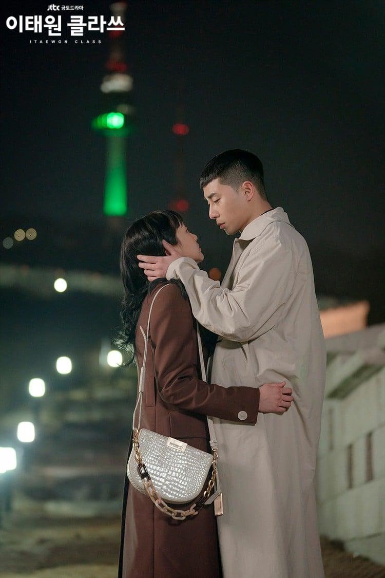 이태원 클라쓰, 사랑을 확인하는 새로이와 조이서, 남산타워를 배경으로, Image from JTBC
