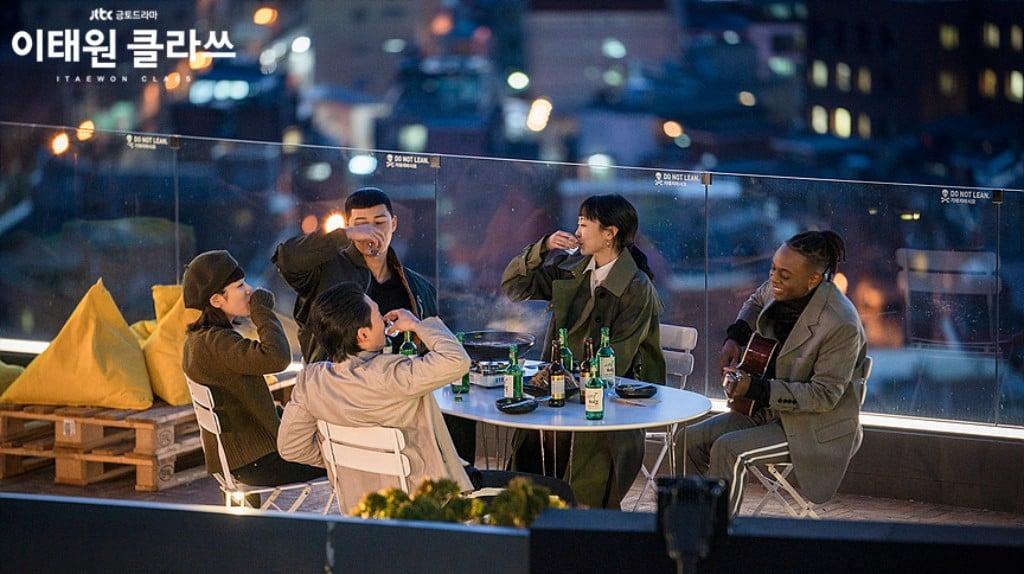 이태원 클라쓰, 성공을 축하하는 단밤 직원들, Image from JTBC.
